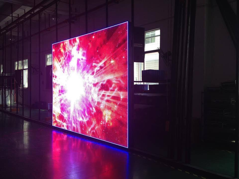 Las Pantallas LED brindan alto nivel de luminosidad gracias a su sistema, funcionan en diferentes escenarios sea interior o exterior.